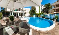 Hotel Cattolica con piscina 4 stelle