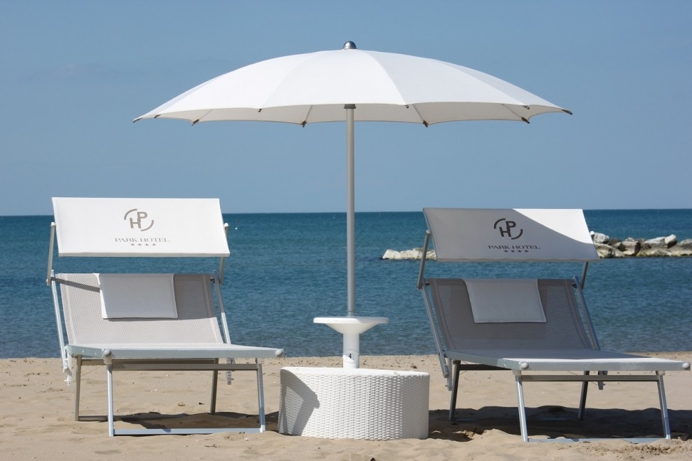 Spiaggia privata a cattolica park hotel cattolica for Hotel meuble park spiaggia